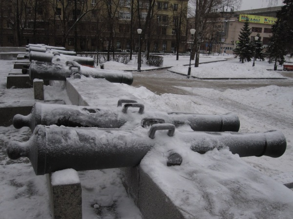 Kutuzovsky Cannons.JPG
